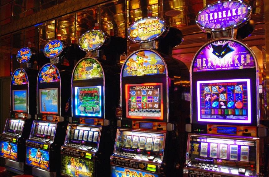 Enjoy playing slot machines in a casino